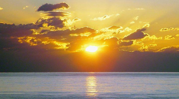 گالری عکس طلوع خورشید بر روی دریا