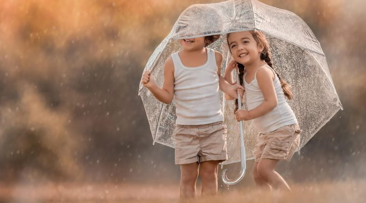گالری عکس کودک و باران