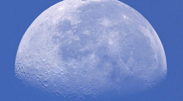 گالری عکس ماه در روز