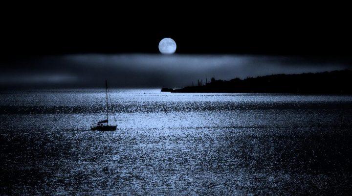 گالری عکس ماه بر فراز اقیانوس