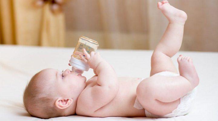 گالری عکس نوزاد در حال شیر خوردن